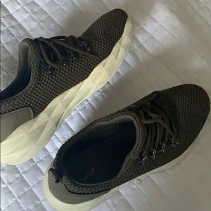 dark green running shoes